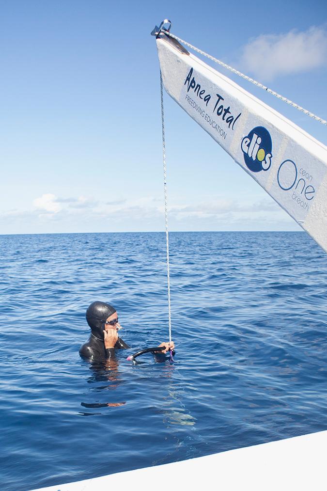 Chris Saenz de Santamaria preparing to dive